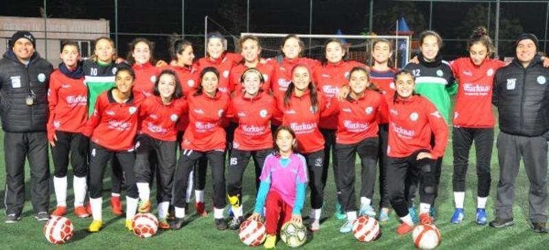 Horozkentli kadın futbolcular isyanda