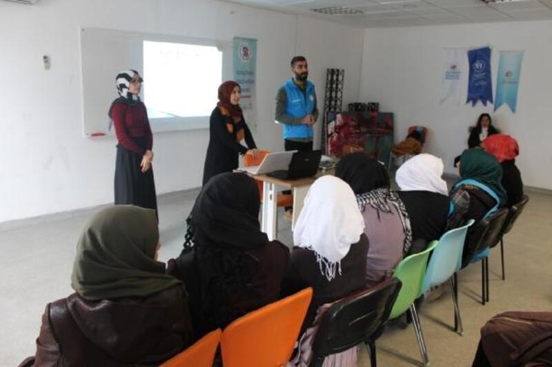 Suriyeli çocuklara 'madde bağımlılığı' eğitimi