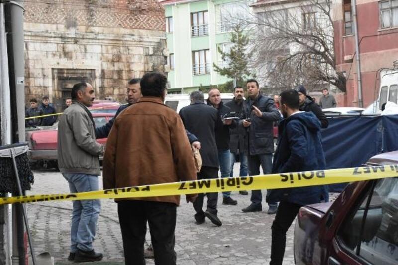 Sokak ortasında tartıştığı inşaat işçisini öldürdü/ Ek fotoğraflar
