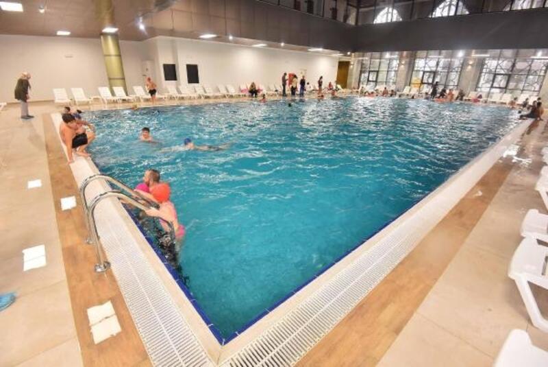 Yüzme havuzu ile kına konağına  Muhsin Yazıcıoğlu'nin ismi verildi