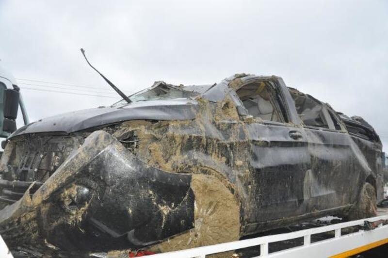 Lastiği patlayan hafif ticari araç, takla attı: 1 ölü, 1 yaralı