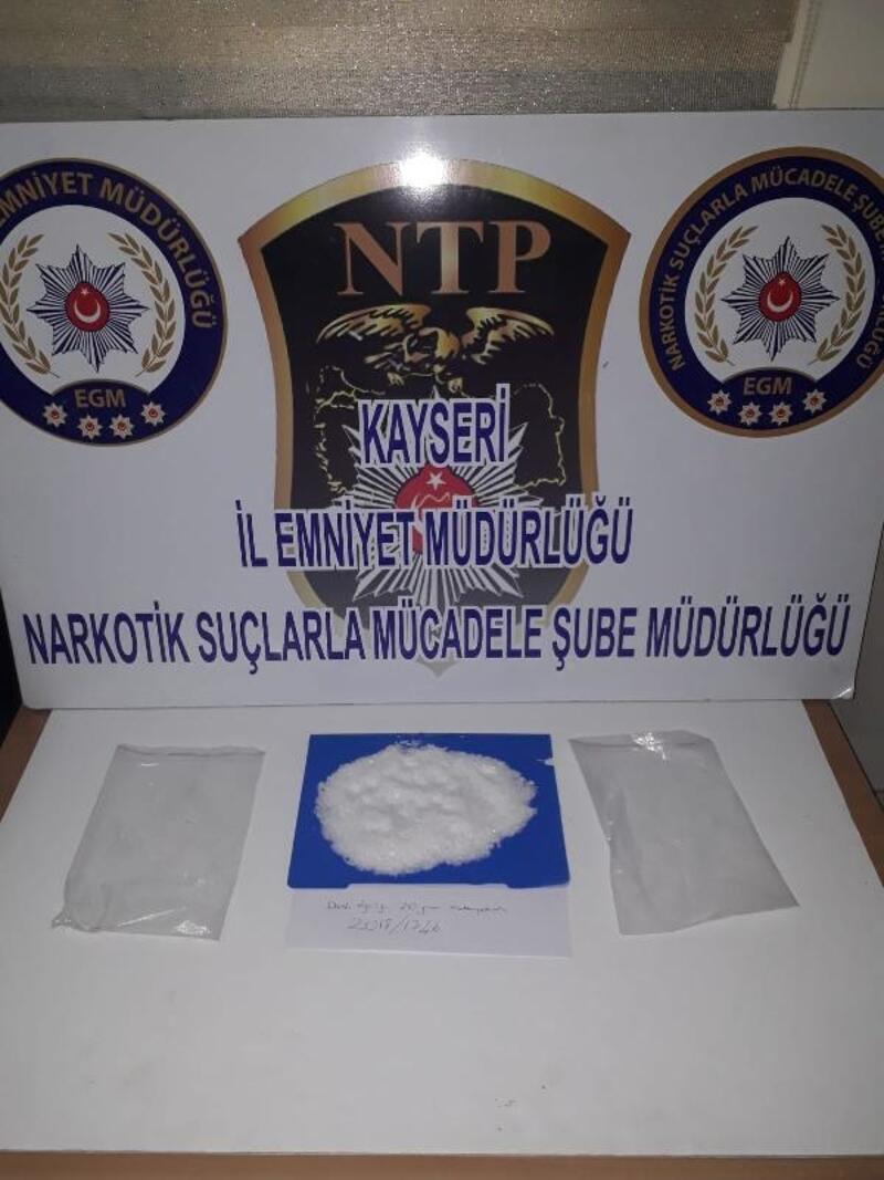 Uyuşturucu kuryesi 2 kişi yakalandı