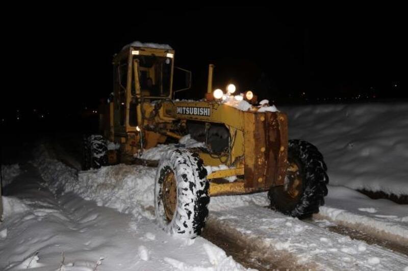 Van ve Bitlis'te kar, 337yerleşim biriminin yolunu kapattı