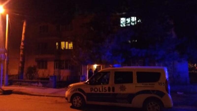 Kadın öğretmen, evinde iple asılı halde ölü bulundu