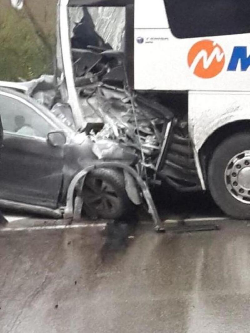 Cip, ters yönde 2 otomobil ve yolcu otobüsüne çarptı: 1 ölü, 10 yaralı