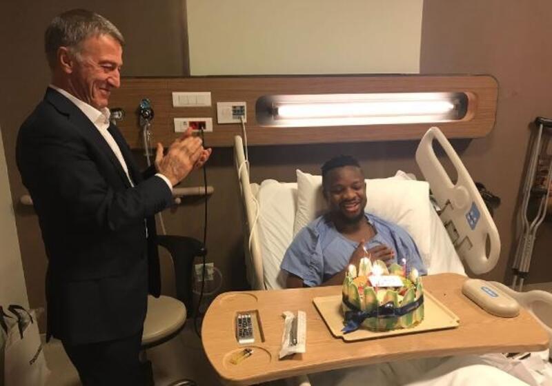 Ameliyat olan Onazi'ye Ağaoğlu'ndan doğum günü sürprizi
