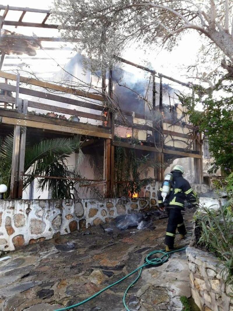 Bodrum'da ahşap evde yangın