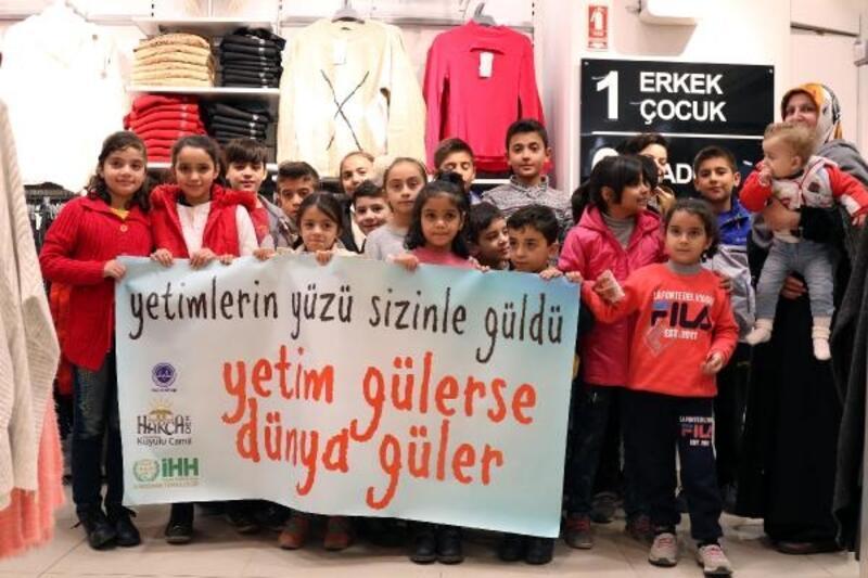 Suriyeli yetimlere kıyafet desteği
