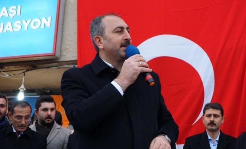 Bakan Gül: Türkiye'nin sorunlarını halının altına süpürmüşler