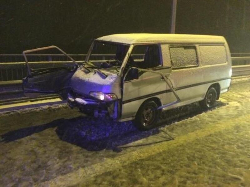 Kuzey Marmara Otoyolundaki kazada araçta sıkışan karı-koca yaralandı