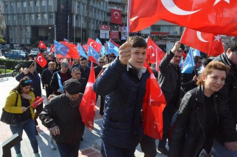 Çin'e Doğu Türkistan protestosu