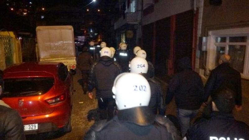 Kavgayı ayırmaya gelen polislere taşlı-sopalı saldırı: 6 polis yaralı
