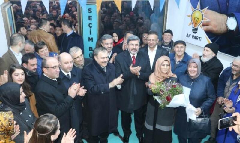 Sandıklı'da AK Parti seçim bürosu açıldı