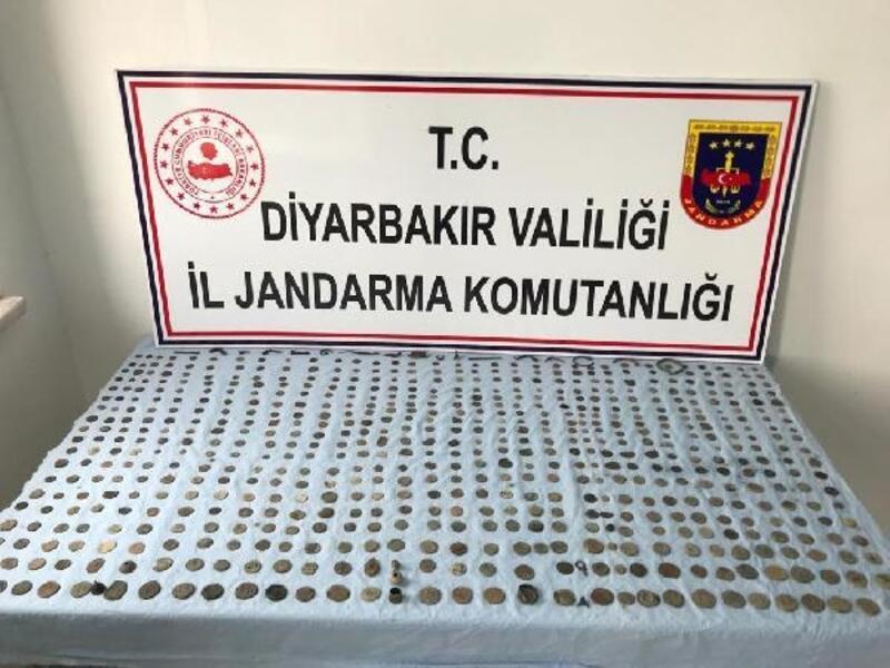 Diyarbakır'da 943 adet tarihi sikke ele geçirildi
