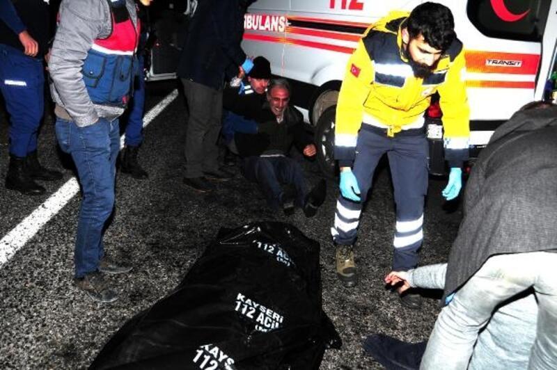 Kazada ölen kızının başında gözyaşı döktü