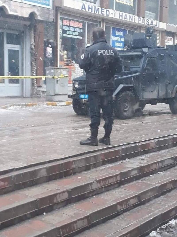 Doğubayazıt'ta iki grup arasında silahlı çatışma: 1'i polis 2 yaralı
