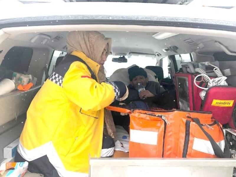 Hasta şehit babasının imdadına paletli ambulans yetişti
