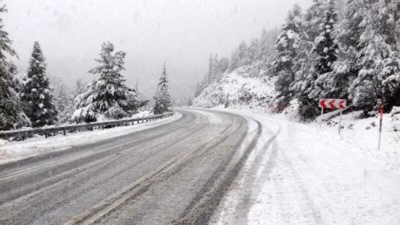 Kar, Antalya- Konya karayolunda aksamalara neden oldu