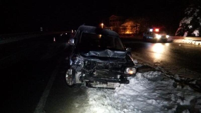 Gümüşhane'de buzlanma nedeniyle kaza: 3'ü çocuk 5 yaralı