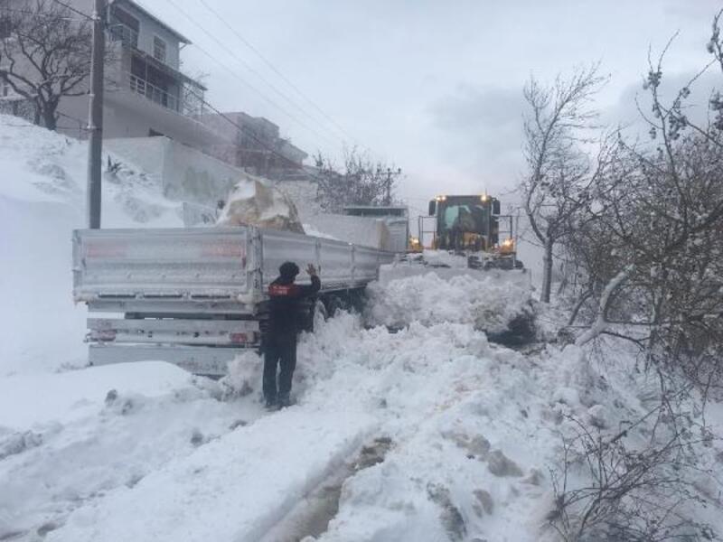 Marmara Adası'nda kar yağışı etkili oldu
