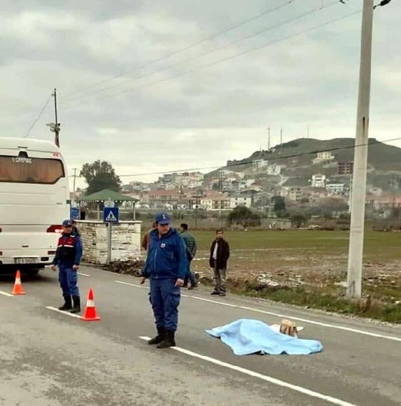 Servis otobüsünün altında kalan yaşlı kadın, öldü