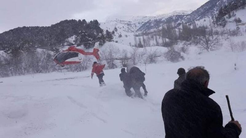 Karda mahsur kalan hastayı ambulans helikopterle kurtardılar