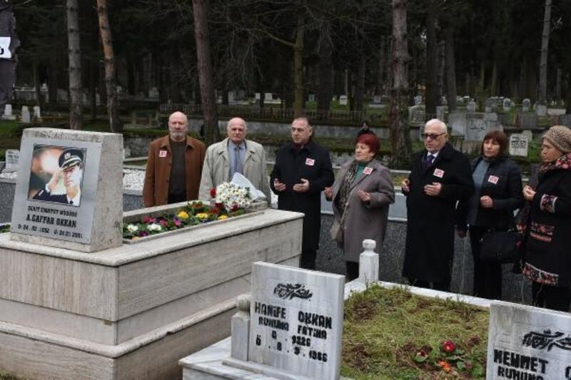 Şehit Emniyet Müdürü Gaffar Okan'a, Hendek'teki mezarı başında hüzünlü anma