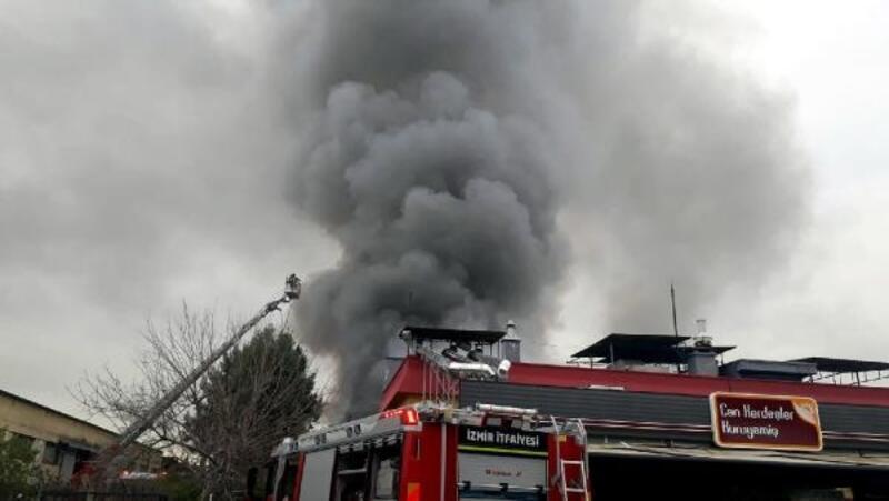İzmir'de kuru yemiş fabrikasında yangın