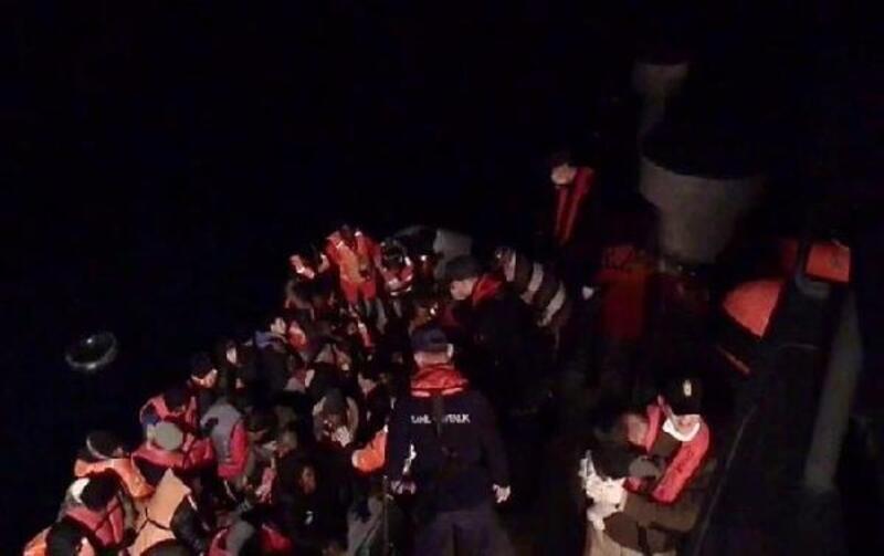 Seferihisar açıklarında 64 kaçak göçmen yakalandı