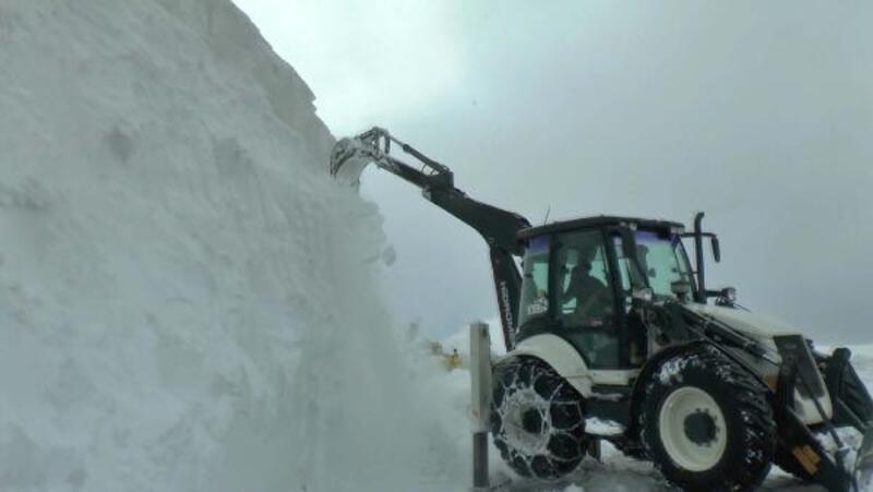 Kar kalınlığını kepçeyle ölçtüler