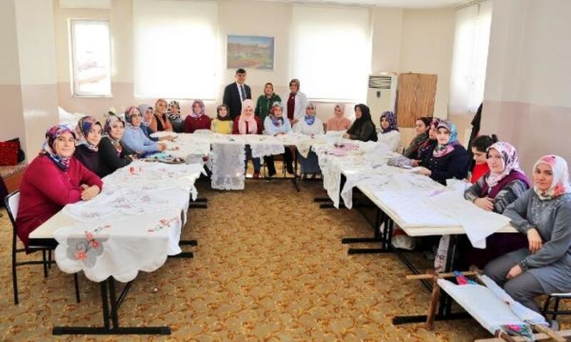 Fadıloğlu'ndan, kadın kursiyerlere kutlama