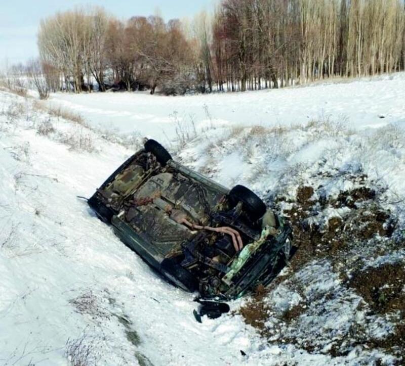 Otomobil şarampole devrildi; sürücü yaralı