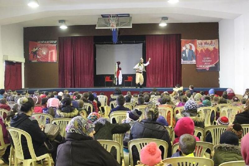 Başkan Yavaş'tan çocuklara tiyatro sürprizi