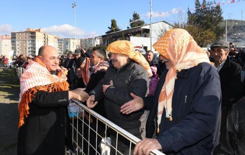 Çiğli'de deve güreşi festivali yapıldı