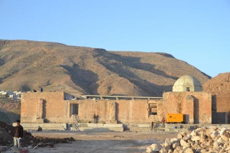Hasankeyf'te taşınan 610 yıllık minare, yeni yerinde yükseliyor