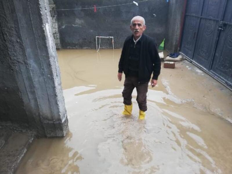 Nusaybin'de sağanak; evlere lağım suyu doldu