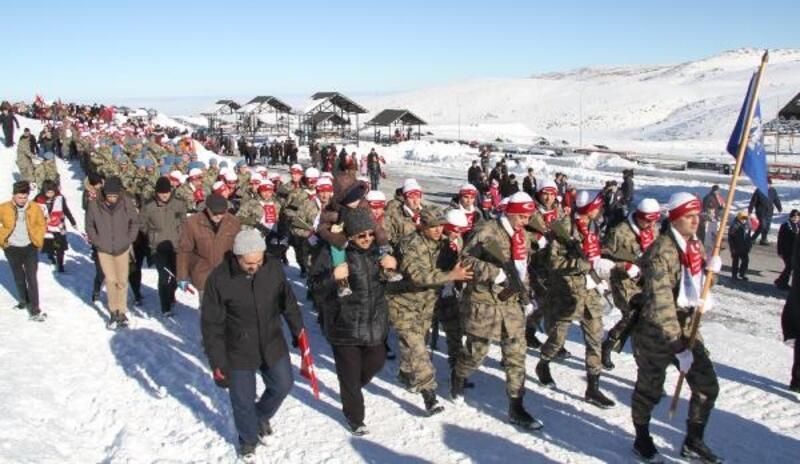 Sarıkamış şehitleri için Erciyes'e yürüdüler
