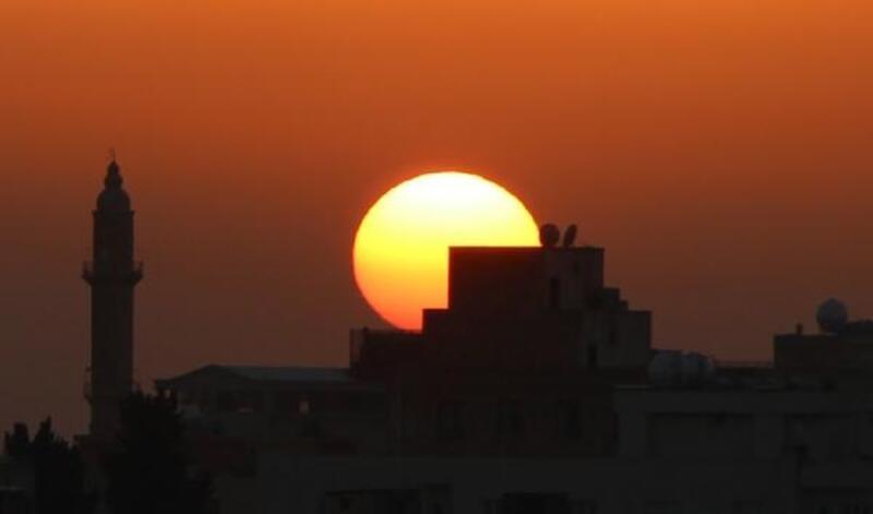Suriye sınırındaki Nusaybin'de gün batımı güzelliği
