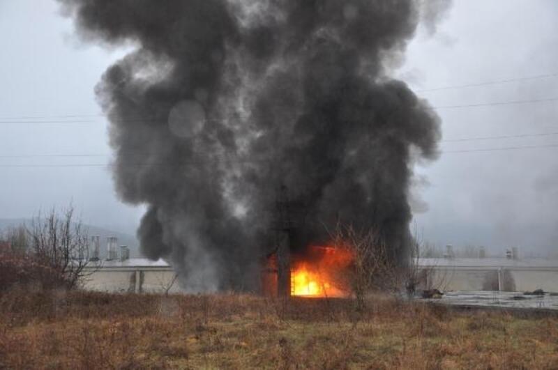 Simav'da sunta fabrikasında yangın