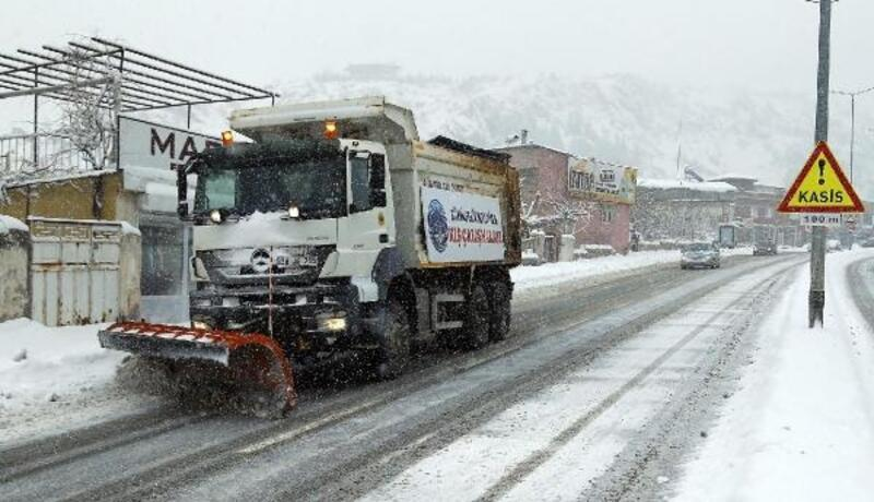 Kayseri Büyükşehir Belediyesinden kar temizleme çalışması