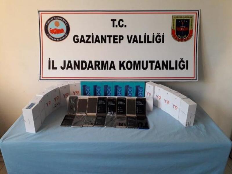 Nizip'te kaçak telefona 3 gözaltı