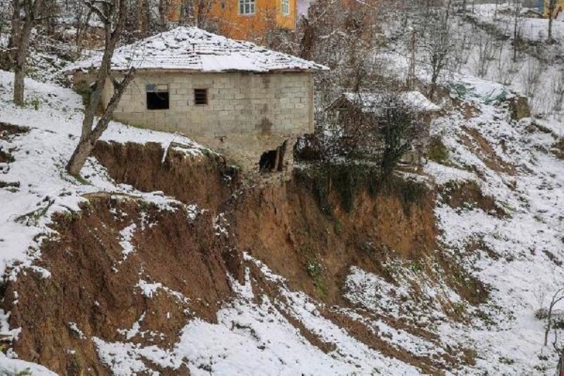Ordu'da mahallede heyelan; riskli evler tahliye edilecek