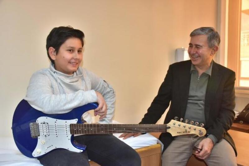 İşitme kaybı olan Yalın'ın müzikle iletişimi arttı