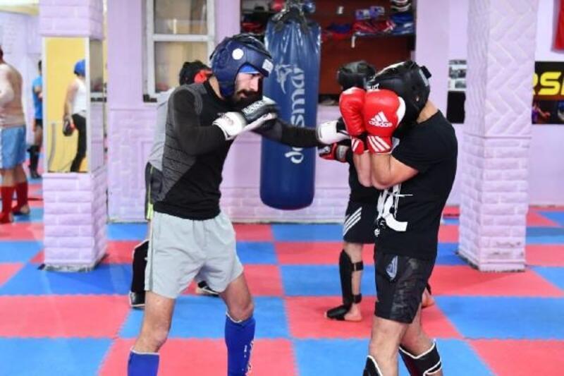 Tunceli'de valilik ve belediyeden kick boksa 96 bin TL destek