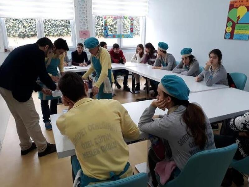 Engelli öğrencilerden anlamlı yardım