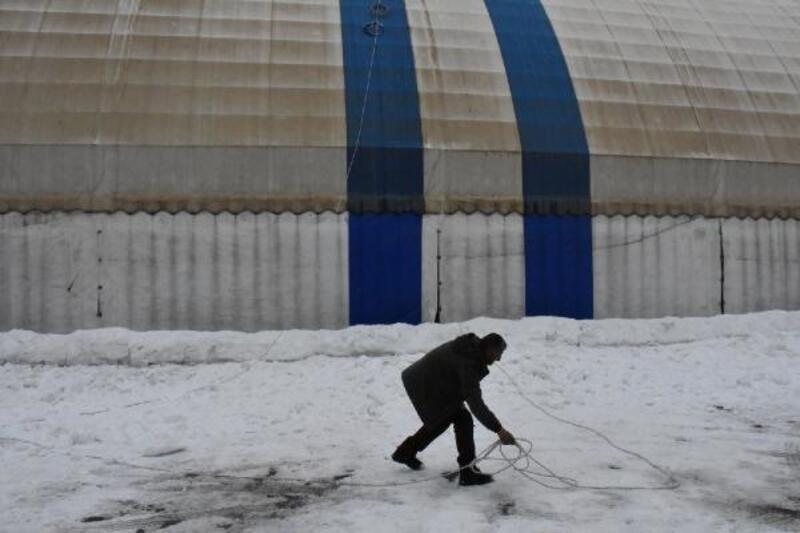 Beytüşşebap'ta ilginç kar temizliği