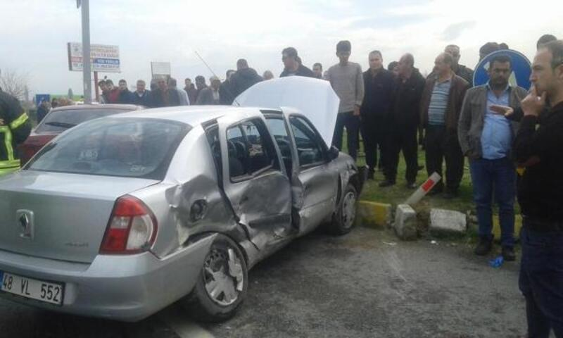 Düğün konvoyundaki otomobil kaza yaptı: 1'i ağır 5 yaralı