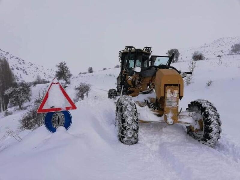 Karadeniz'de karla mücadele sürüyor
