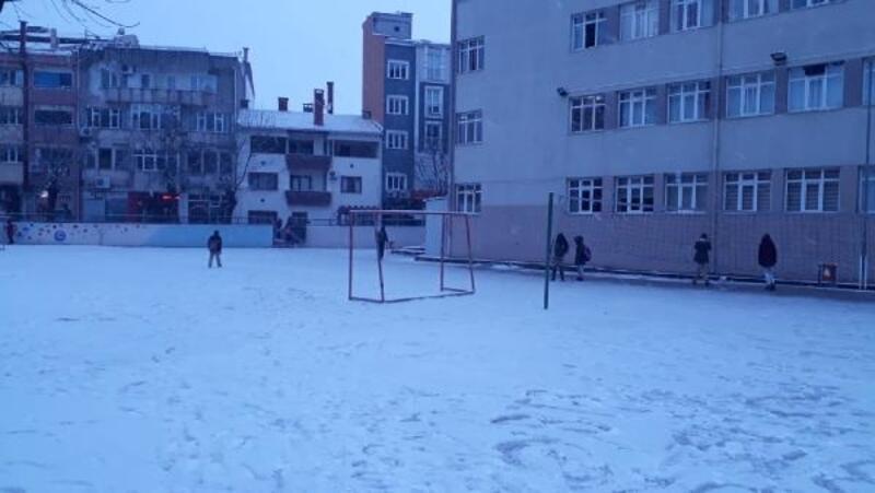 Çanakkale'de 2 ilçede okullara kar tatili