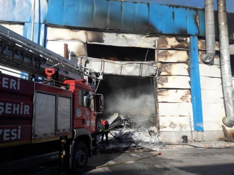 Kayseri'de mobilyacılar sitesinde yangın